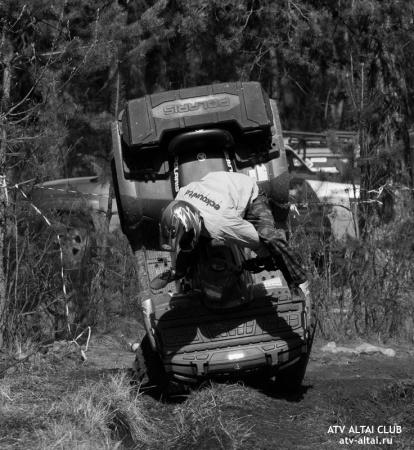 Покатушки на квадроцикле по болоту